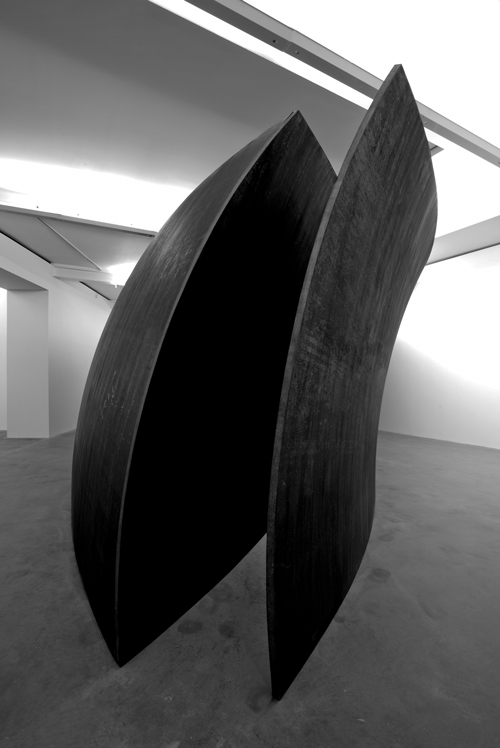 Richard Serra. <em>Open Ended</em>, 2007-8. Weatherproof steel, 149 1/2 x 717 1/2 x 290 5/8 inches (379.7 x 1822.4 x 738.6 cm). © Richard Serra. Courtesy of Gagosian Gallery. Photo credit: Joshua White.