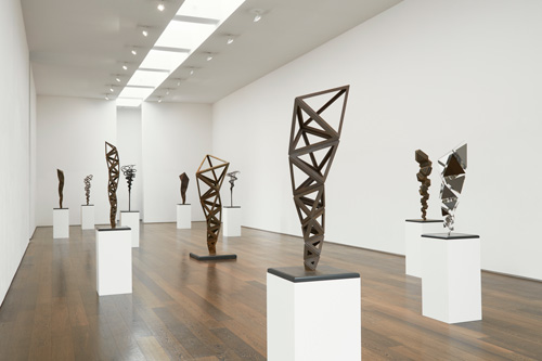 Conrad Shawcross. Inverted Spires and Descending Folds. Installation view. Courtesy the artist and Victoria Miro, London. © Conrad Shawcross.