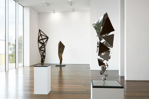 Conrad Shawcross. Inverted Spires and Descending Folds. Installation view 2. Courtesy the artist and Victoria Miro, London. © Conrad Shawcross.