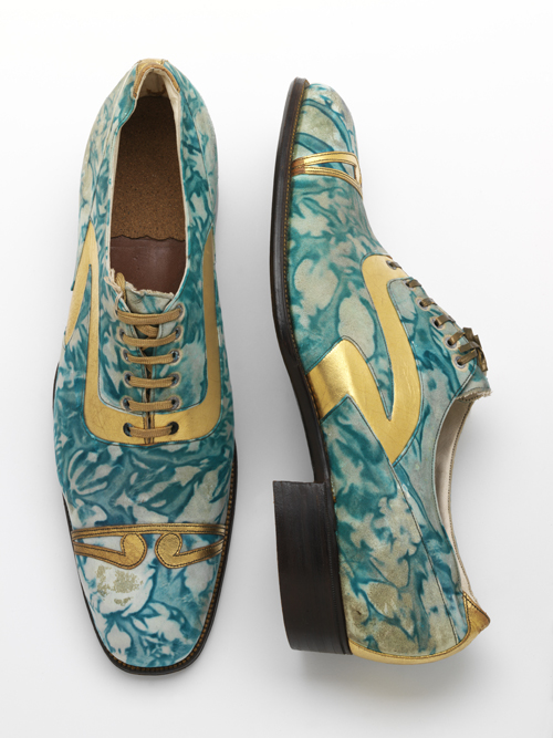 Mens' shoes, gilded and marbled leather, Northamptonshire, England, 1925. © Victoria and Albert Museum, London.