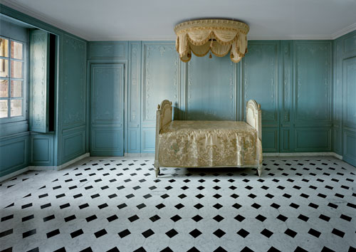 Robert Polidori. Salle de Bain, Marie-Antoinette, R.D.C. Cord Central, Versailles, 2006. Fujicolour-Crystal-Archive-Print, 127 x 168 cm. Courtesy Flowers Gallery, © Robert Polidori.