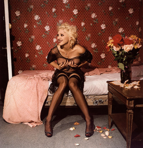 Bettina Rheims. Madonna laughing and holding her breasts, New York, September, 1994. C-Print, 134 x 134 cm. Courtesy Jérôme de Noirmont, Paris, © Bettina Rheims, Jérôme de Noirmont – Art & Confrontation.