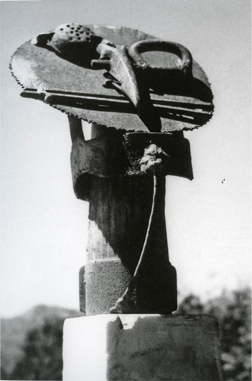 David Smith. <em>Saw Head</em>, Bolton Landing, 1933. Bronze and painted iron, 470 x 300 x 210 mm, 8 kg. Tate. Lent by the Estate of David Smith 1996 Copyright: Estate of David Smith/VAGA, New York, DACS 2006. Photo David Smith.