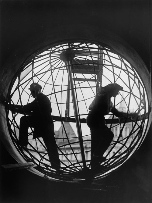 Arkady Shaikhet. Assembling the Globe at Moscow Central Telegraph Station, 1928. Gelatin silver print. Collection of Alex Lachmann.