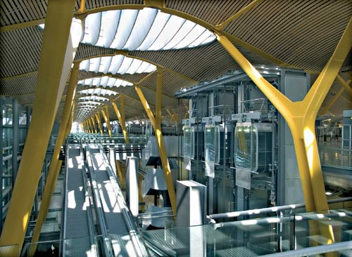 Escalators at Barajas Airport Terminal, Madrid. Photo credit: Manuel Renau.