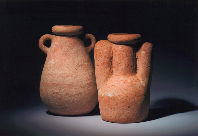 Jos Tilson. Large Terracotta Oval, 1993. 54 x 37 cm; Large, 1990, 49.5 x 34 cm. Photo: Alan Tabor.