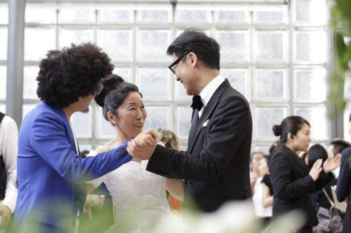 Micro-Events n°46. Wedding Taniuchi dancing with her two grooms. © Tsuneko Taniuchi Adagp, 2014 Paris. Photograph: Nacása and Partners Inc.