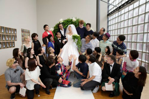 Micro-Events n°46. Wedding Taniuchi with 18 groups. © Tsuneko Taniuchi Adagp, 2014. Paris. Photograph: Nacása and Partners Inc.