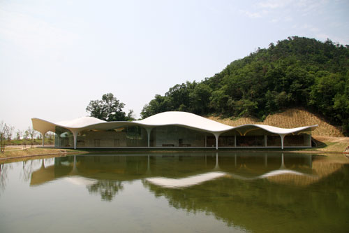 Crematorium Meiso no Mori Municipal Funeral Hall. Architect: Toyo Ito.