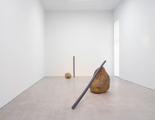 Lee Ufan. Foreground: Relatum – the cane of titan, 2015. Steel and stone, 34 x 36 x 36 in (86.4 x 91.4 x 91.4 cm), stone 9' 10 1/8