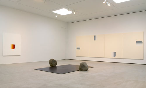 Lee Ufan. Centre: Relatum – dialogue, 2015. Steel and stones, 23 x 25 x 23 in (58.4 x 63.5 x 58.4 cm), stone 19 x 