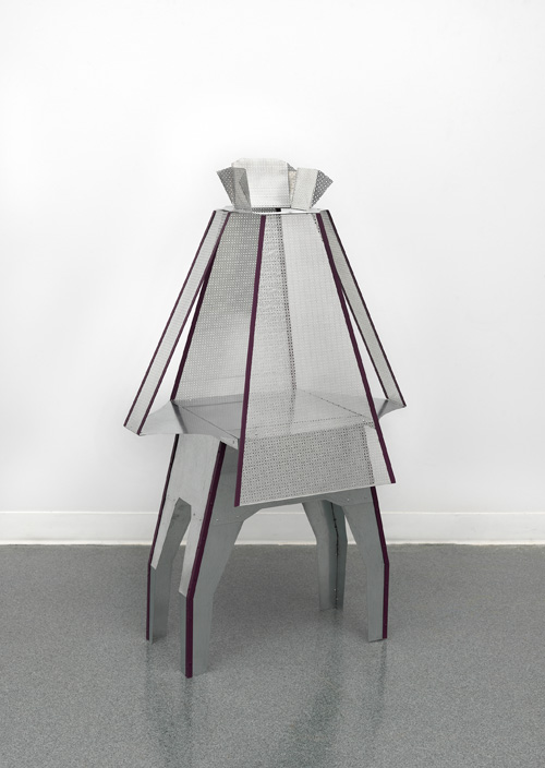 Diane Simpson. Peplum IV, 2015. Aluminium, galvanized steel, rivets and enamel, 48 x 29 x 18 in. Courtesy of the artist; Corbett vs. Dempsey, Chicago; and JTT Gallery, New York. © Diane Simpson.