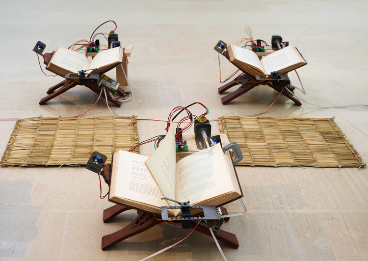 Shailesh BR. Page Turner (Ulta Pulta), 2020. Kinetic sculpture with book and machine, 101 x 46 x 33 cm. Production Villa Arson, Nice 2020. Photo: François Fernandez / Villa Arson.