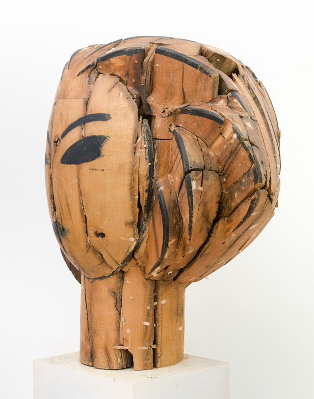 Manolo Valdés. Head (side view), 2016. Wood,  37 x 41 x 70 in. Copyright Manolo Valdés, courtesy Marlborough Fine Art, London.
