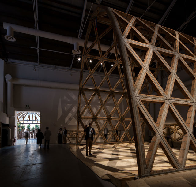 Winner of the Golden Lion for the Best Participant in the 15th International Exhibition. Paraguayan architects Gabinete de Arquitectura, led by Solano Benítez, created a brick and timber arch, Breaking the Siege