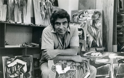 Oswaldo Vigas in his studio. Courtesy Oswaldo Vigas Foundation.