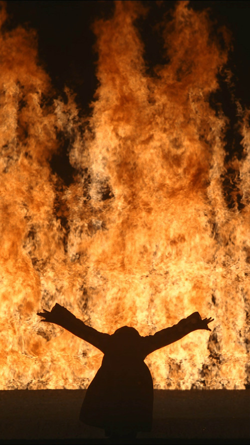 Bill Viola. Fire Woman, 2005. Colour High-Definition video projection. Performer Robin Bonaccorsi © Kira Perov, courtesy Bill Viola Studio.