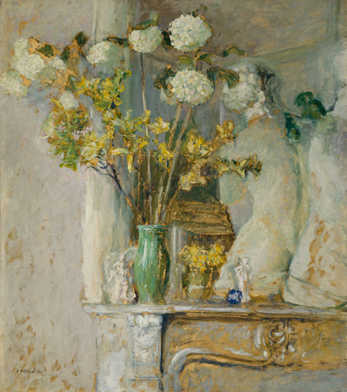 Édouard Vuillard.<em> Guelder Roses and the Venus de Milo</em>, 1905. Oil on cardboard.  The Art Institute of Chicago, Gift of Mr. and Mrs. Sterling Morton.