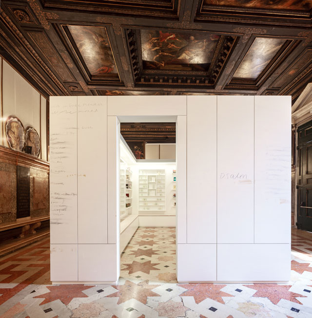 Edmund de Waal, the library of exile, 2019. Ateneo Veneto. Part of Psalm, an exhibition in two parts at the Jewish Museum and Ateneo Veneto, Venice. © Edmund de Waal. Courtesy of the artist. Photo: Fulvio Orsenigo.