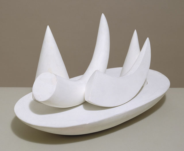 Paule Vézelay. Five Forms, 1935. Plaster, 28 x 38 x 25 cm. Tate © The estate of Paule Vézelay.