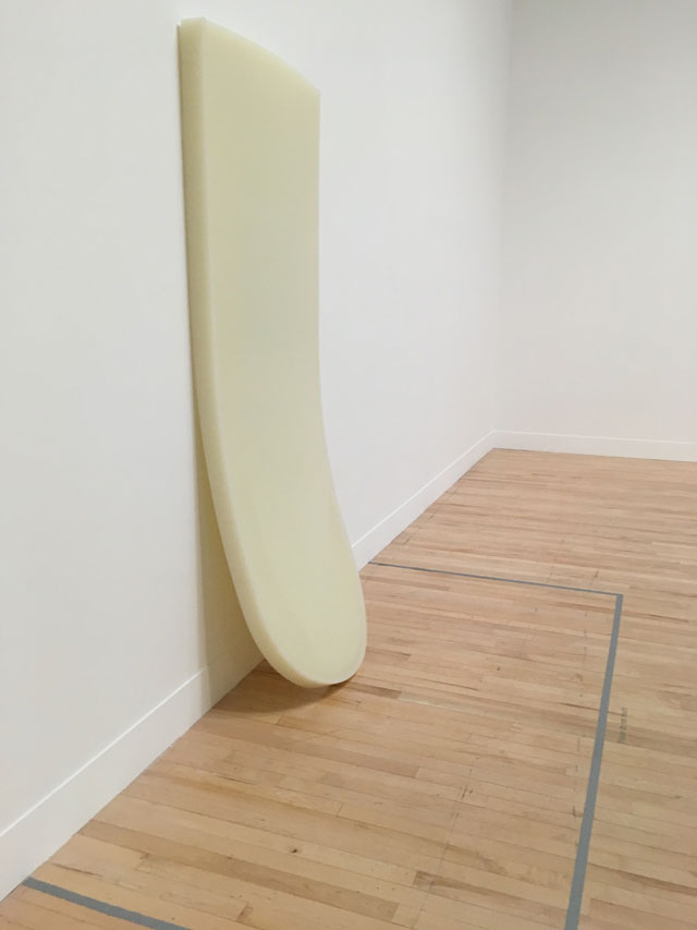 Rachel Whiteread. Untitled (white slab), 1994/2017, installation view, Tate Britain, London, 2017. Rubber, dimensions, 206 x 80 x 14 cm. Photograph: Veronica Simpson.