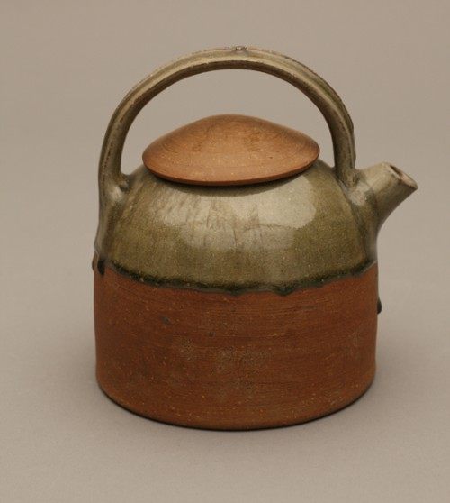 Byron Temple. Teapot, 1967. Glazed clay; wheel thrown, hand built. Photograph: Ed Watkins.