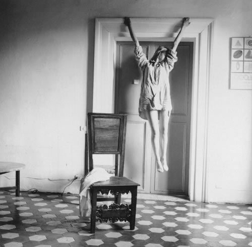 Francesca Woodman, Untitled, Rome, 1977-1978. Gelatin silver estate print 25.4 x 20.3 cms, 10 x 8 inches. Courtesy George and Betty Woodman and Victoria Miro, London