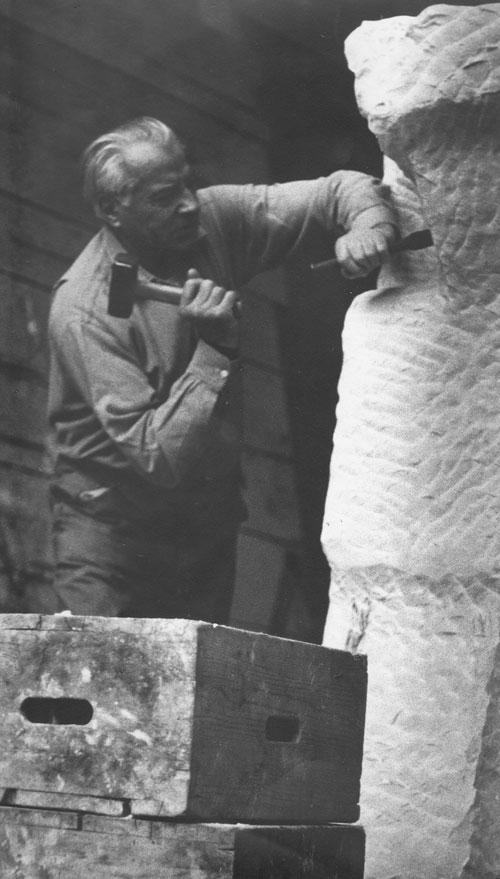 Fritz Wotruba working on the unfinished Standing Figure, 1975. Carrara-marble, 211 x 62.5 x 69 cm. Belvedere Vienna, permanent loan from Fritz Wotruba Privatstiftung. Photograph: © Fritz Wotruba Privatstiftung.