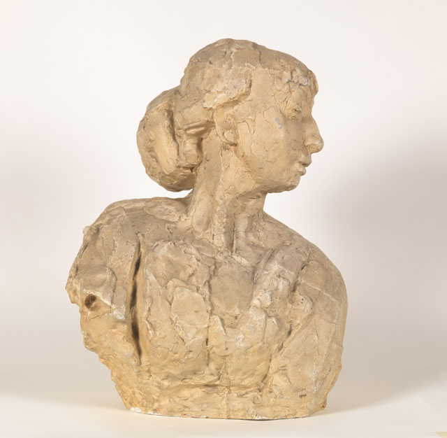 Rik Wouters. Leaning bust (Leaning bust with chignon), 1909. Plaster, 49.5 × 38 × 29.5 cm. Brussels, Royal Museums of Fine Arts of Belgium. © Royal Museums of Fine Arts of Belgium, Brussels. Photograph: J. Geleyns - Ro scan.