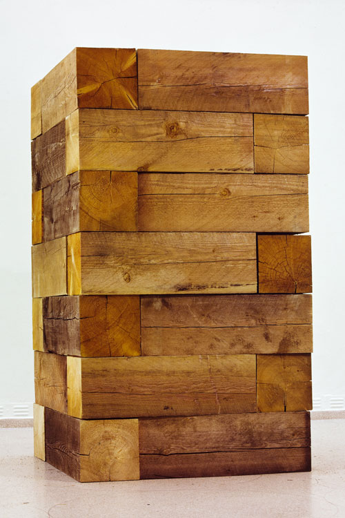 Carl Andre. Timber Piece (Well), (1964/1970), Museum Ludwig. Courtesy of Rheinisches Bildarchiv Köln.