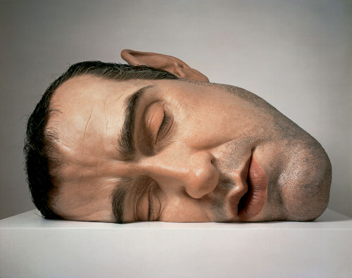 Ron Mueck. Mask II, 2001. Mixed media. Anthony d'Offay, London. © Ron Mueck. Photograph courtesy of Anthony d'Offay, London. Exhibition Ron Mueck, Fondation Cartier pour l'art contemporain, Paris, 2013.
